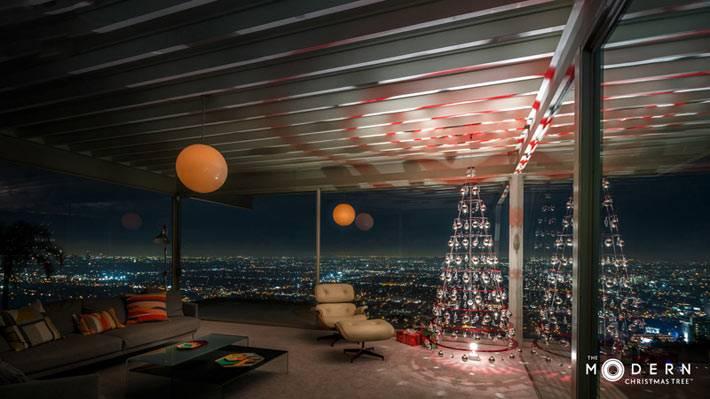 креативная елка в интерьере с панорамными окнами