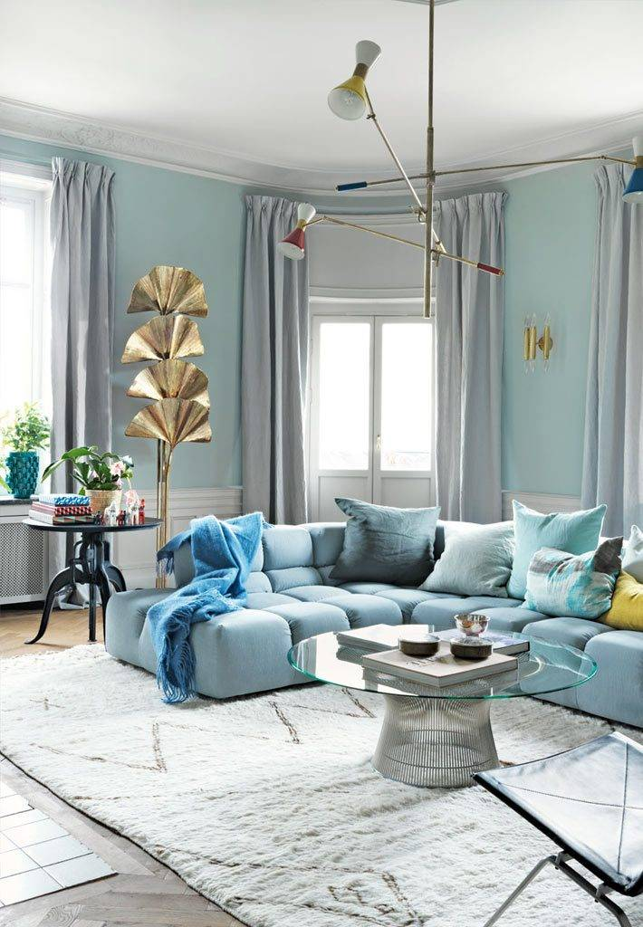 необычный дизайн гостиной в голубых тонах фото