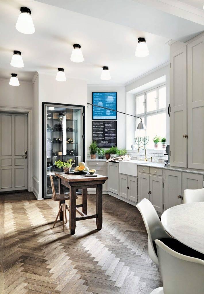много светильников на потолке в интерьере кухни фото