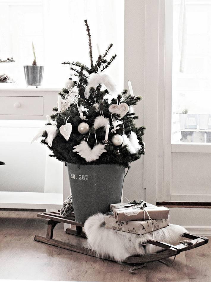 белые украшение для маленькой новогодней елки