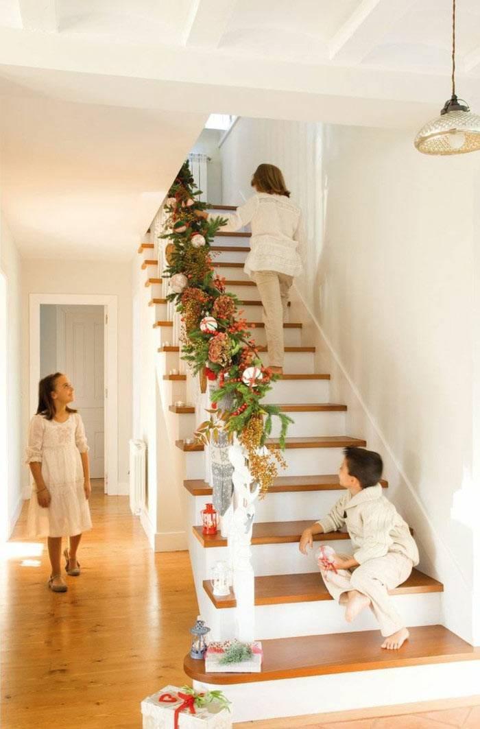 как украсить лестницу к новому году своими руками