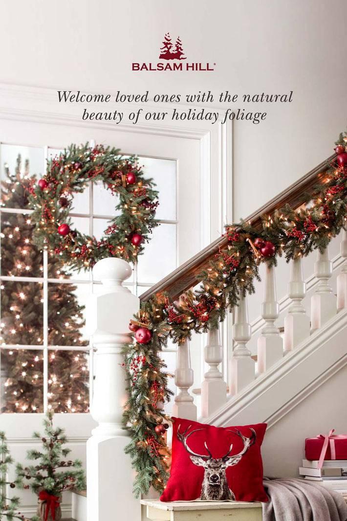красивое украшение ступеней новогодними гирляндами фото