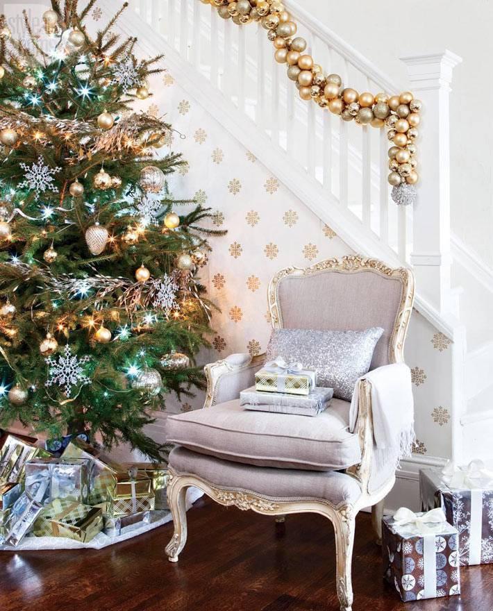 шары для новогоднего украшения лестницы в доме фото