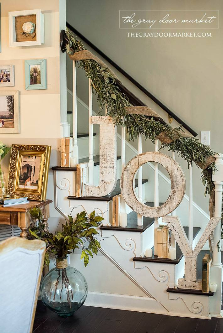 деревянные буквы для новогоднего декора лестницы