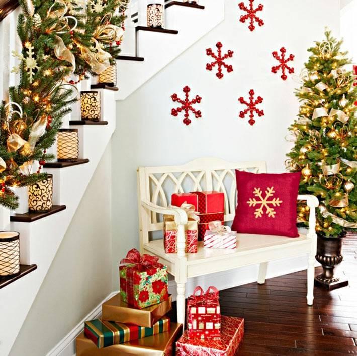 как украсить дом к новому году свечами и ветками своими руками