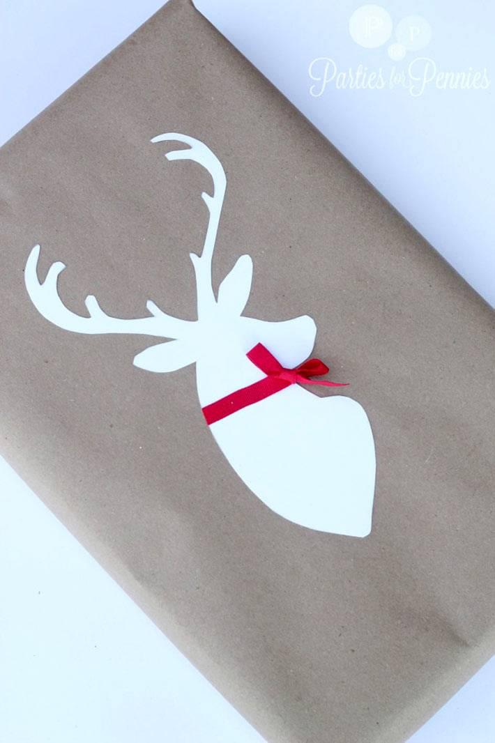крафтовая бумага с оленем в новогодней упаковке