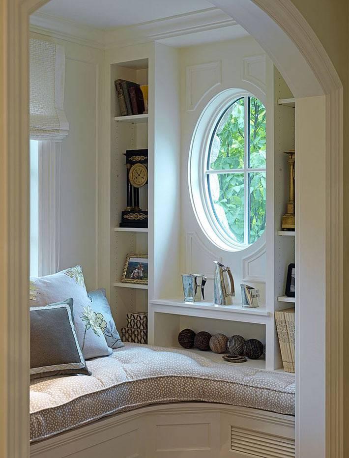 как обустроить угол в доме с круглым окном
