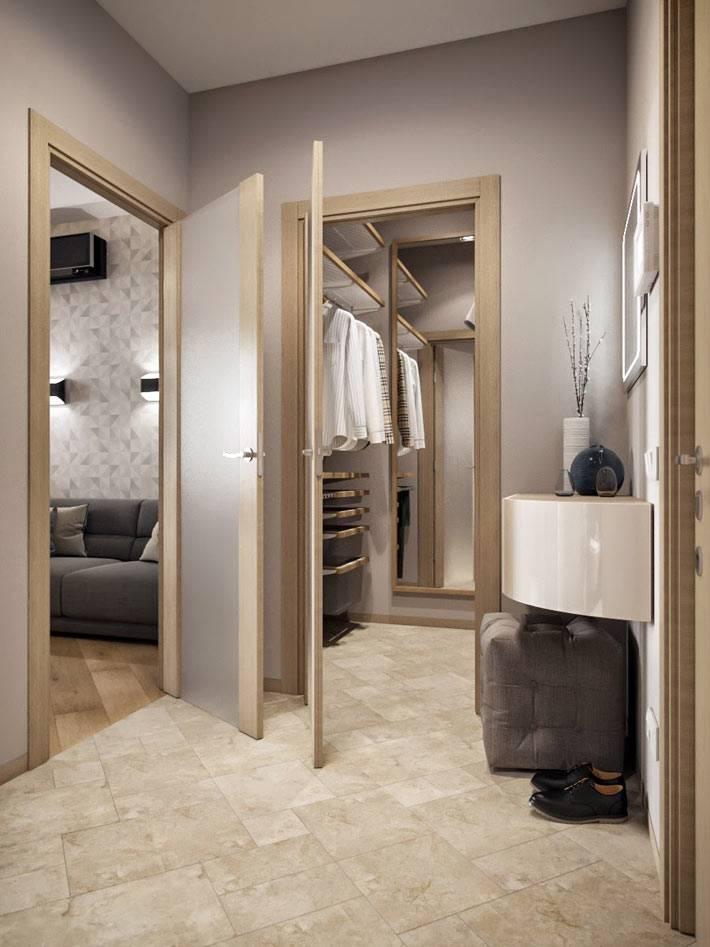 маленькая гардеробная комната в однокомнатной квартире