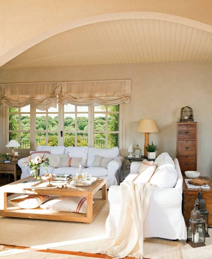 интерьер гостиной в песочно-бежевом цвете фото