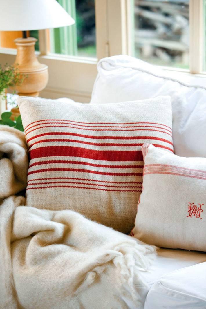 уютные льняные диванные подушки фото