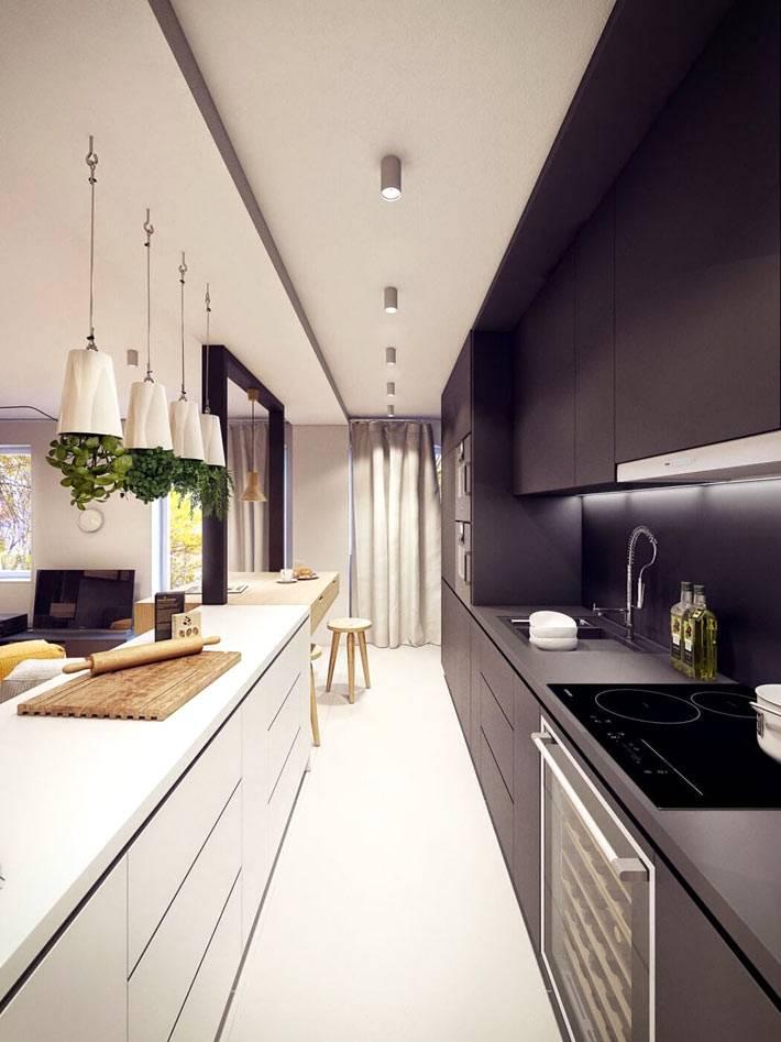 черная и белая кухонная мебель на узкой кухне