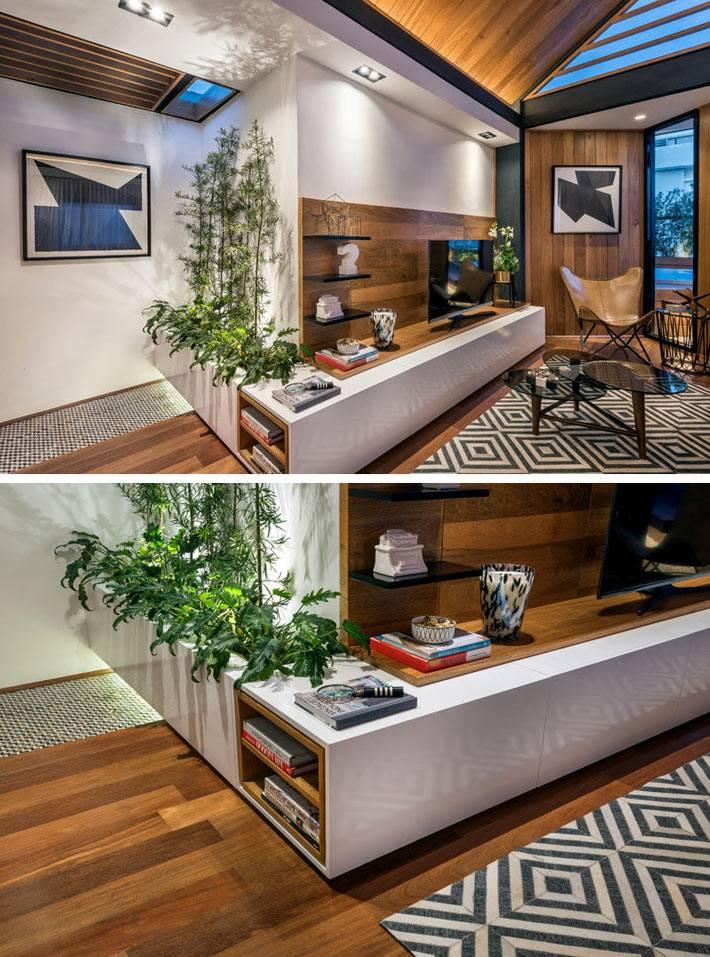 интерьер маленькой квартиры с отделкой из дерева