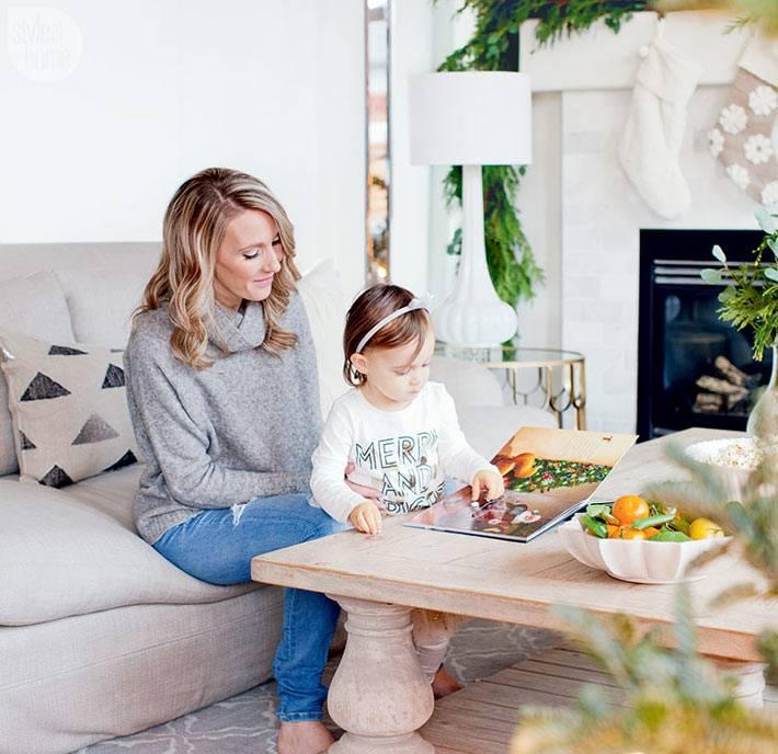 Новогодний интерьере дома с праздничной атмосферой