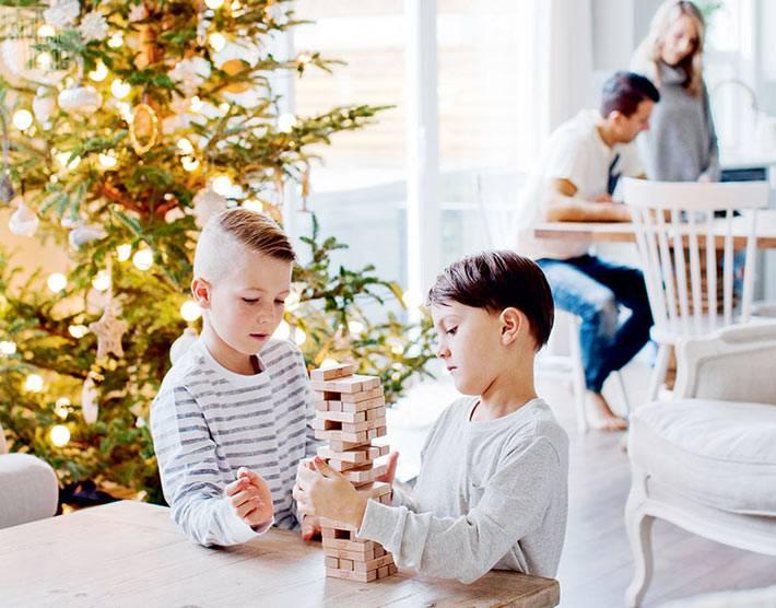 новогодний дизайн интерьера дома с елкой фото
