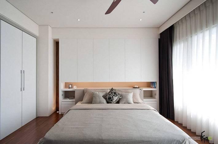 встроенная мебель с полками в интерьере спальни фото