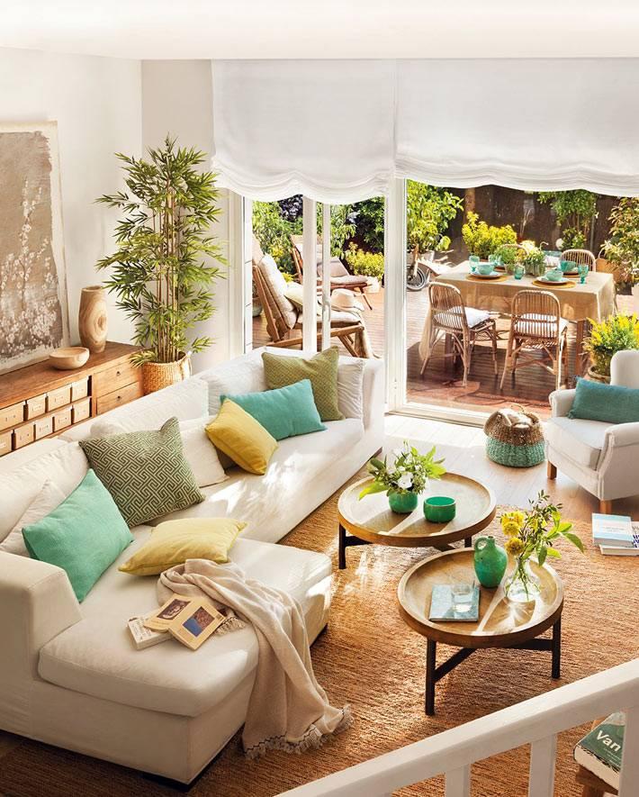 Красивый интерьер дома с тррасой в Испании фото