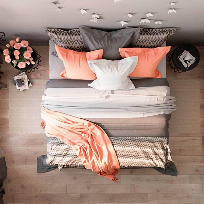 женственный дизайн спальни с бабочками на стене фото