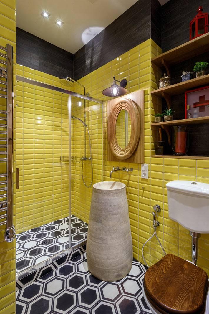 Желтая плитка в дизайне второй ванной комнаты фото