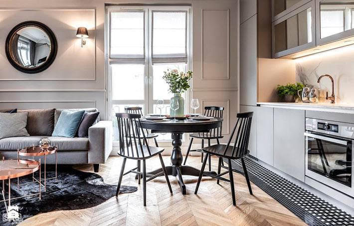 кухня с обеденной зоной вместе с гостиной комнатой фото