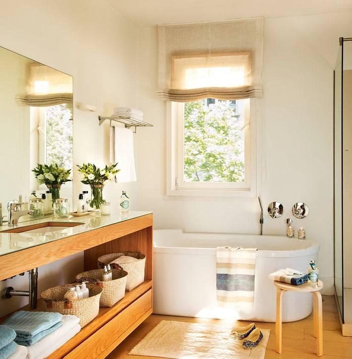 Открытые системы хранения в интерьере ванной комнаты фото