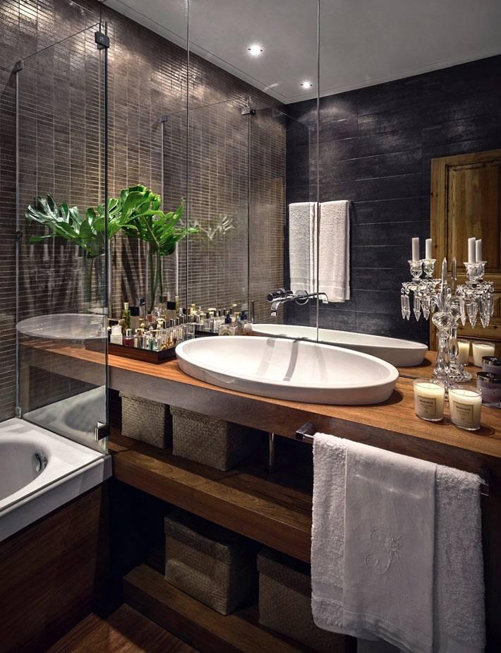 открытая полка под раковиной в ванной с темными стенами фото
