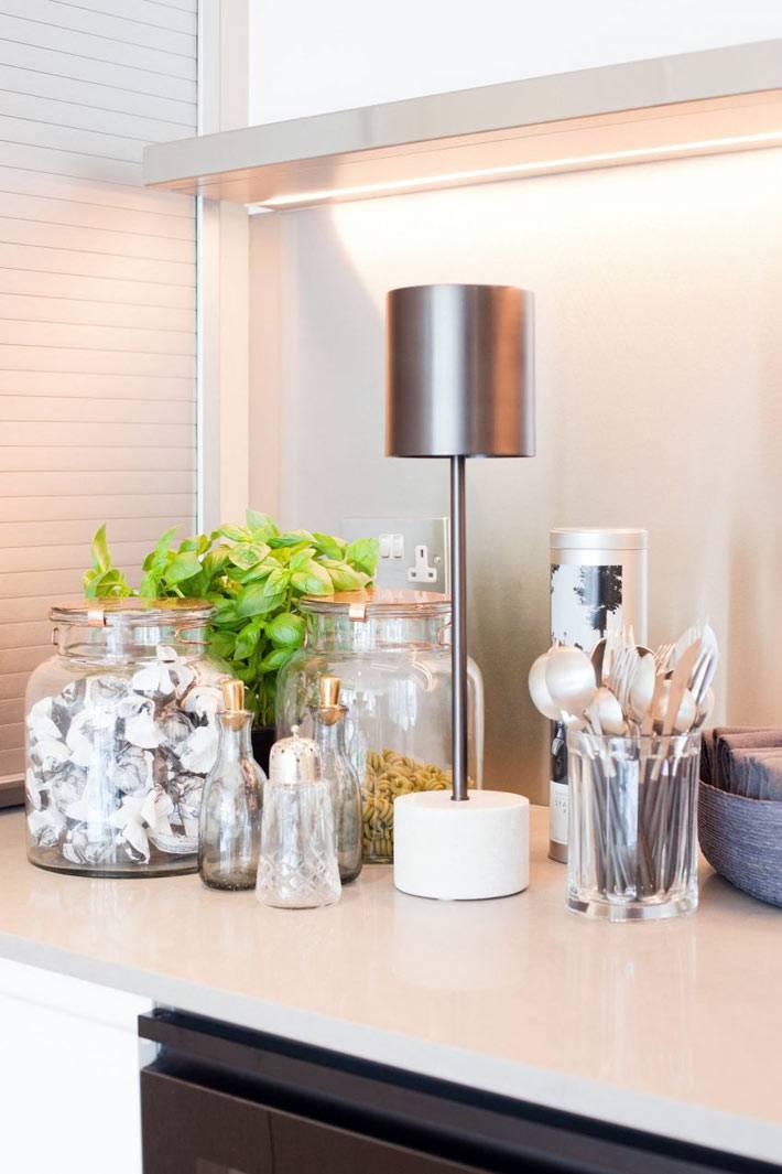 Декоративные элементы в стеклянных банках фото