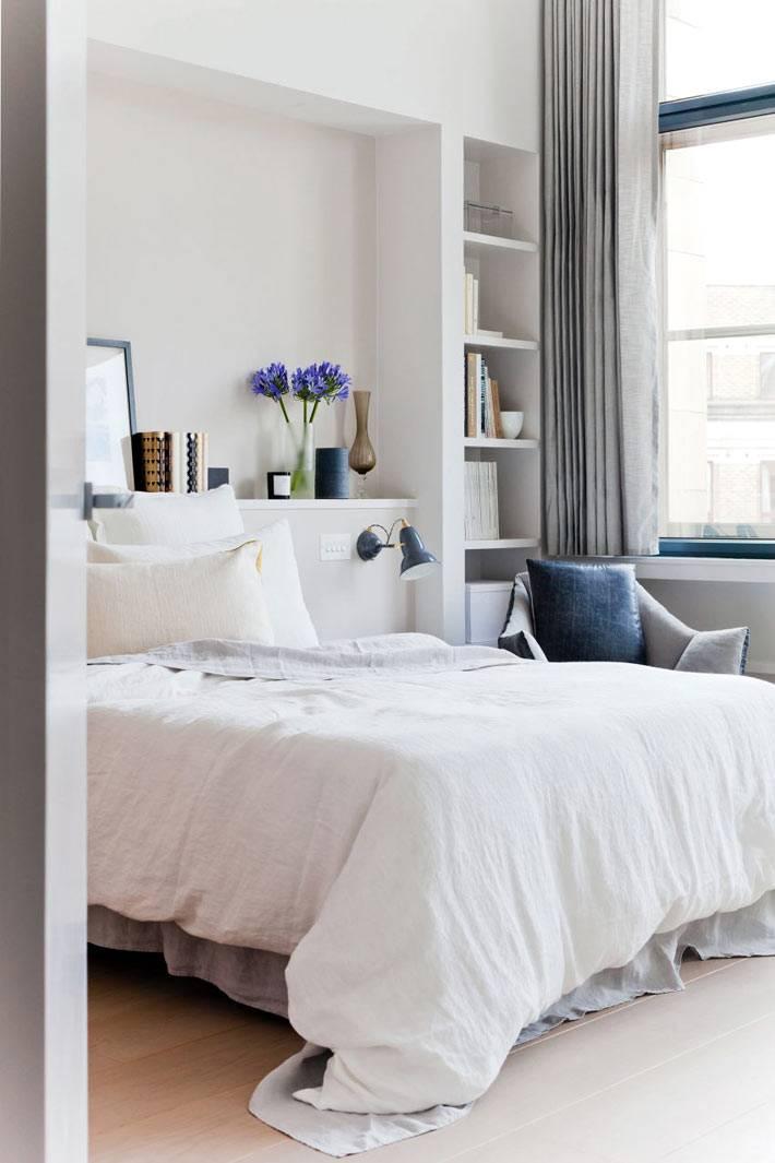 Система хранения в нишах в интерьере спальни фото
