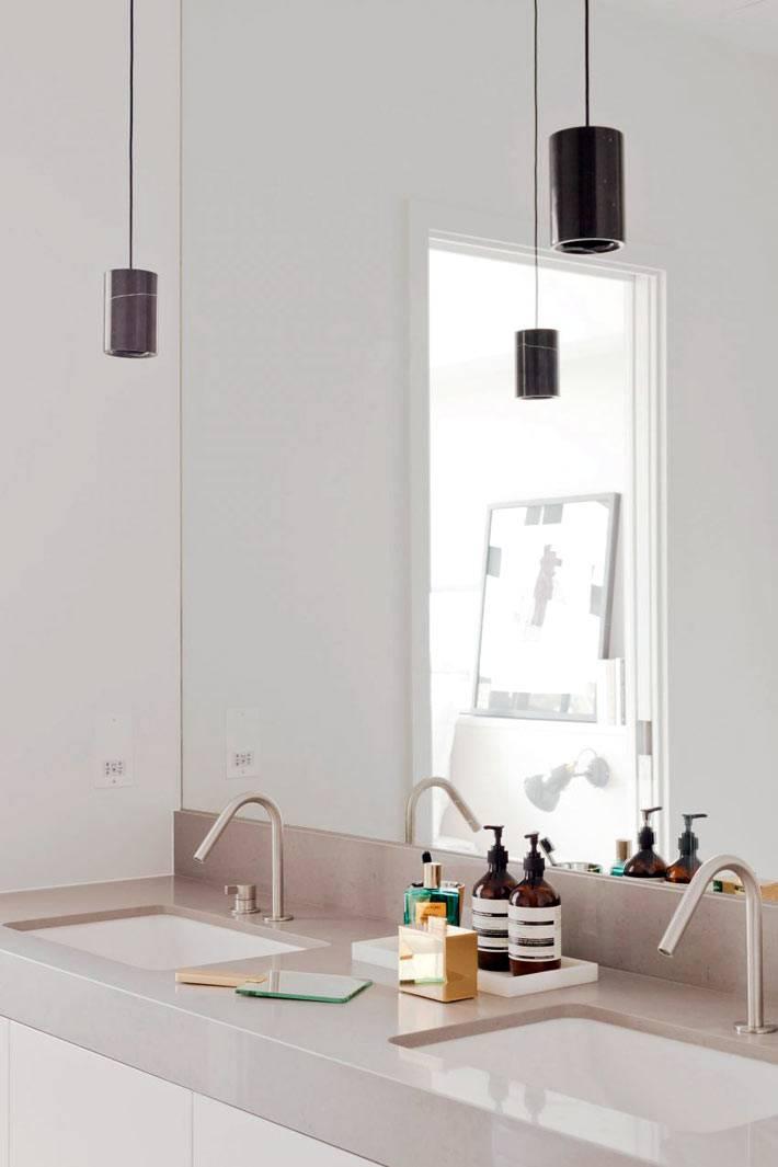 Две раковины в ванной комнате на общей столешнице фото