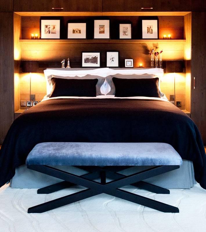 дизайн спальни с полками в изголовье кровати фото