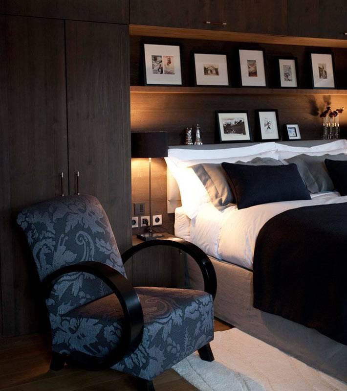 встроенная мебель возле кровати в спальне фото