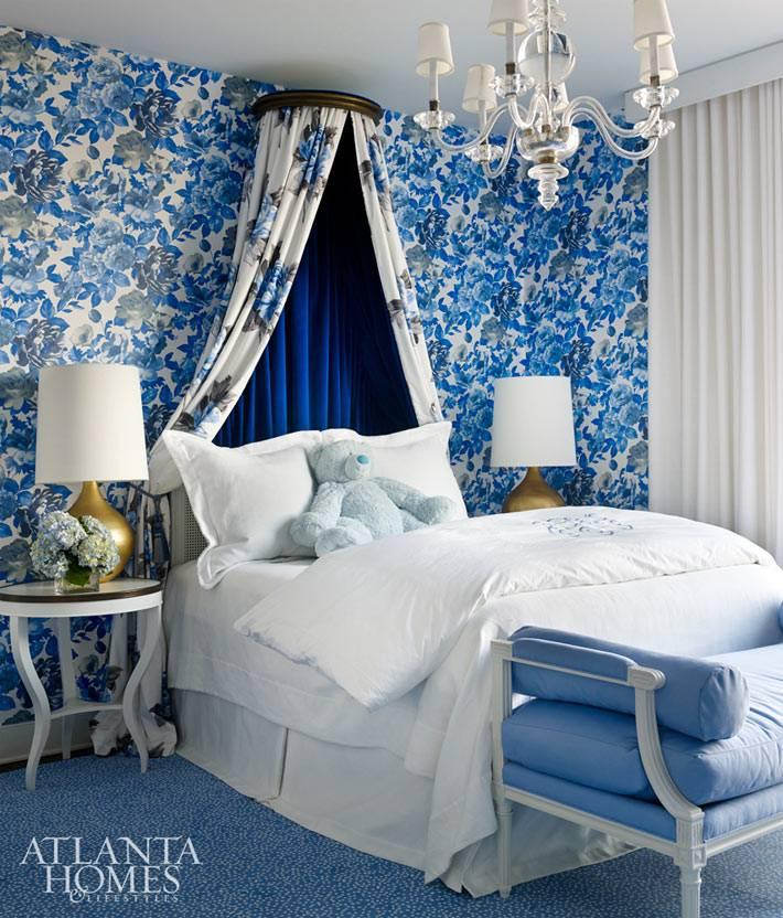 балдахин над детской кроваткой в синей комнате фото