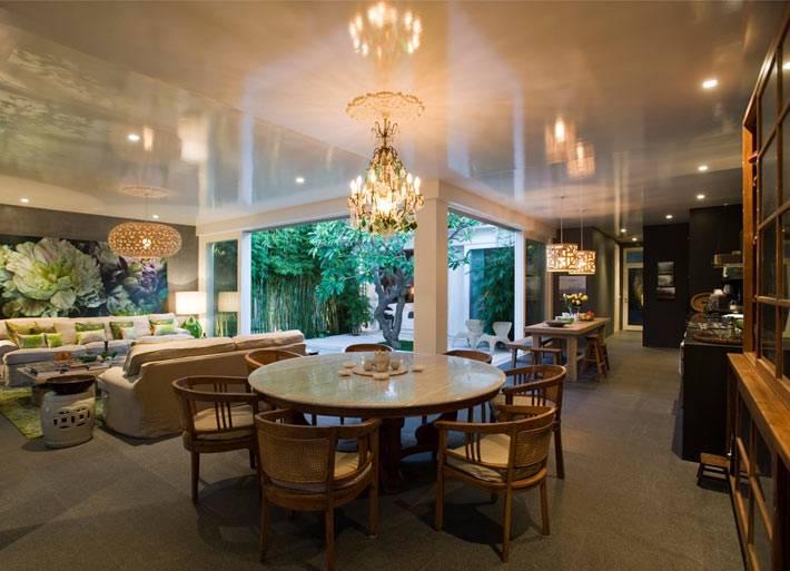 гостиная и кухонная зона объединены в одно пространство