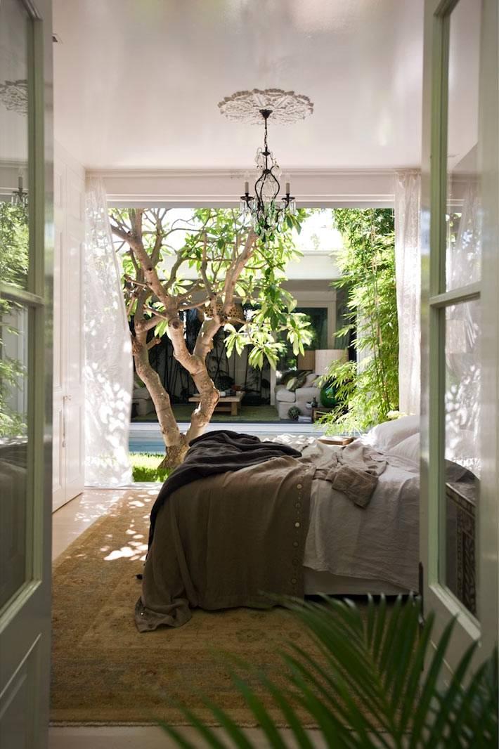 спальня с выходом на террасу или внутренний двор
