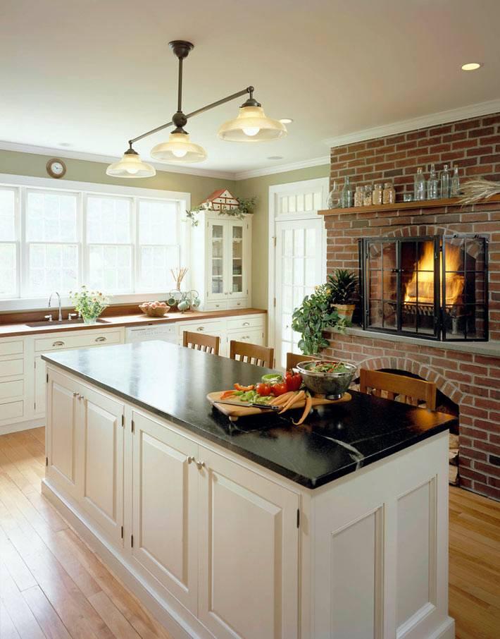 Каминная печь на кухне добавляет уюта фото