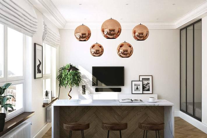 Подвесные люстры-шары над кухонным столом фото