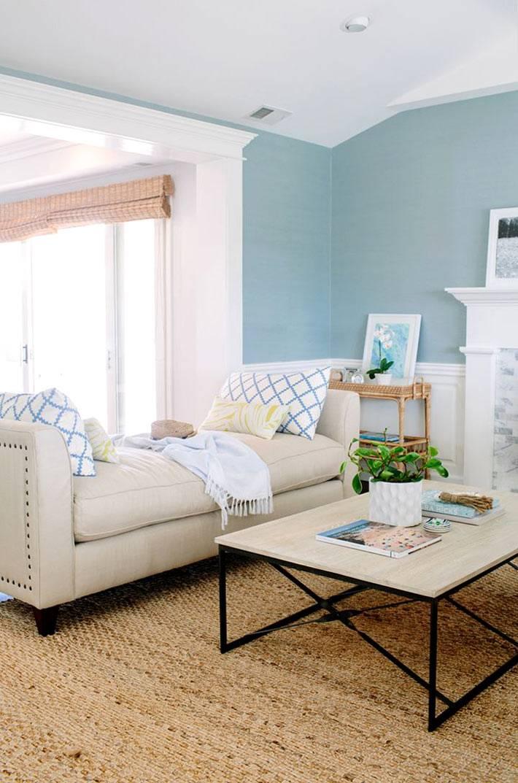 голубые стены с белыми вставками в интерьере дома