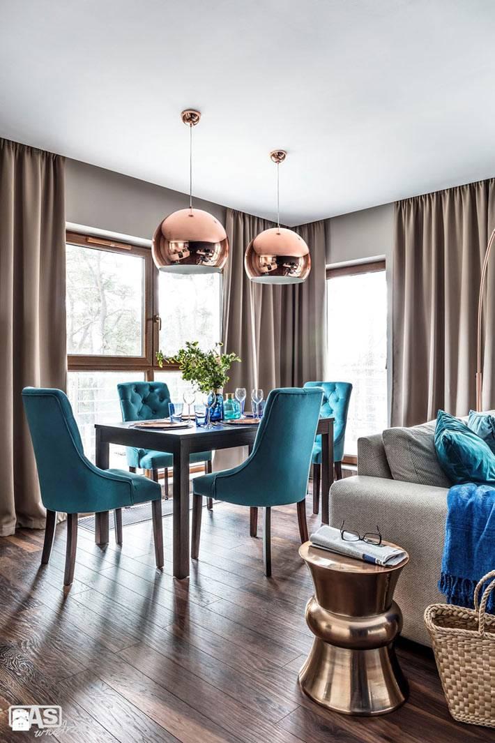 синии акценты на мебели в дизайне квартиры фото