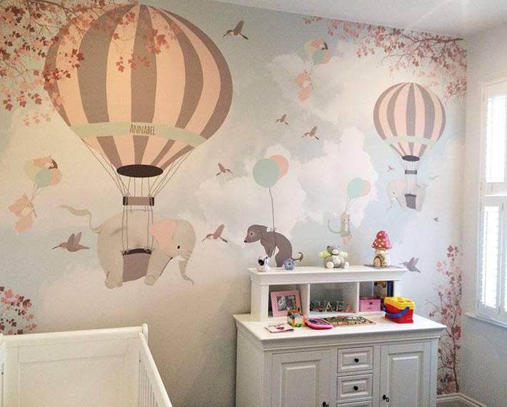 Рисованные обои с воздушными шарами в пастельных тонах фото