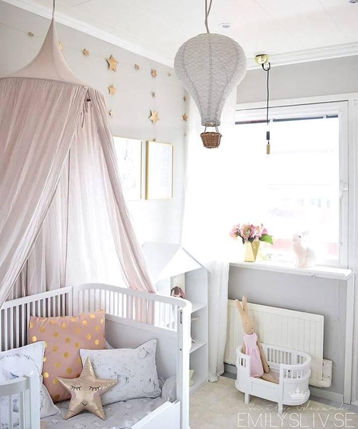 Люстра в виде воздушного шара в дизайне детской комнаты фото
