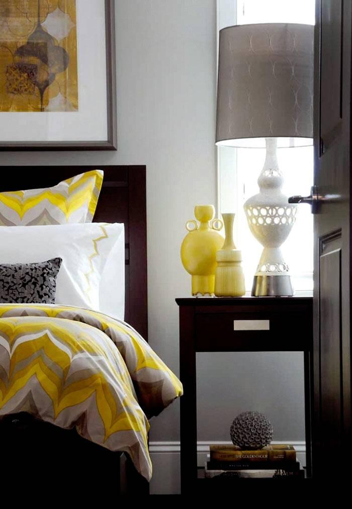 Желтые аксессуары и текстиль в дизайне спальни фото