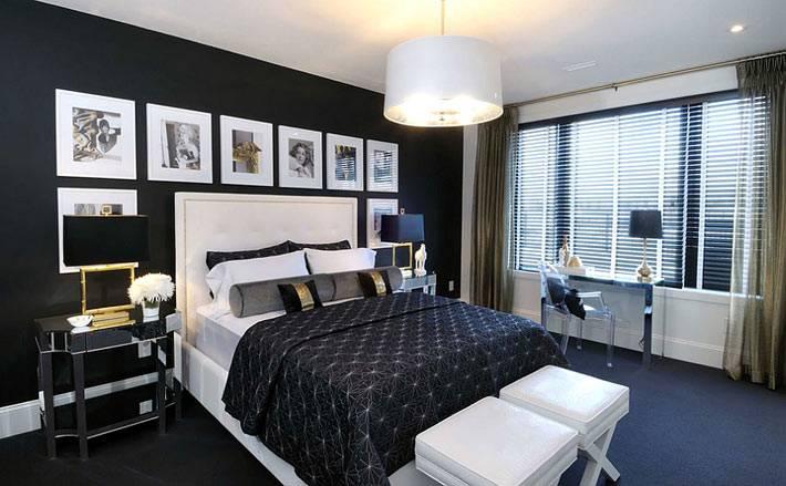 беле фотографии на фоне черной стены в спальне