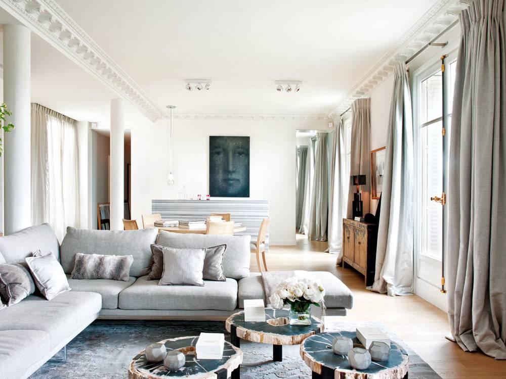 гостиная комната с французскими окнами в пол в квартире фото