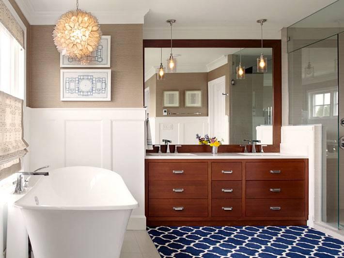 большая тумба с зеркалом в интерьере ванной фото