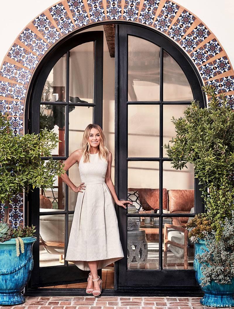 Марокканская плитка вокруг входной двери дома фото