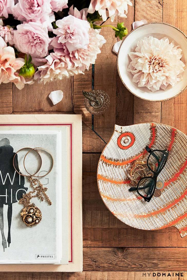 Красивые детали декора и цветы в интерьере дома фото
