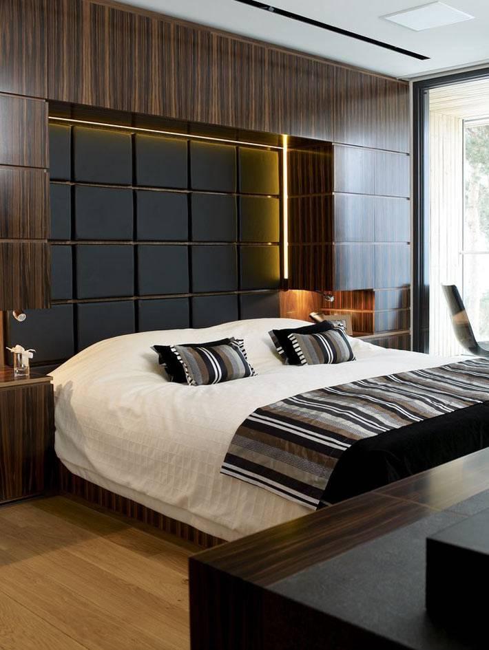 Полированная мебель коричневого цвета в дизайне спальни для мужчин фото