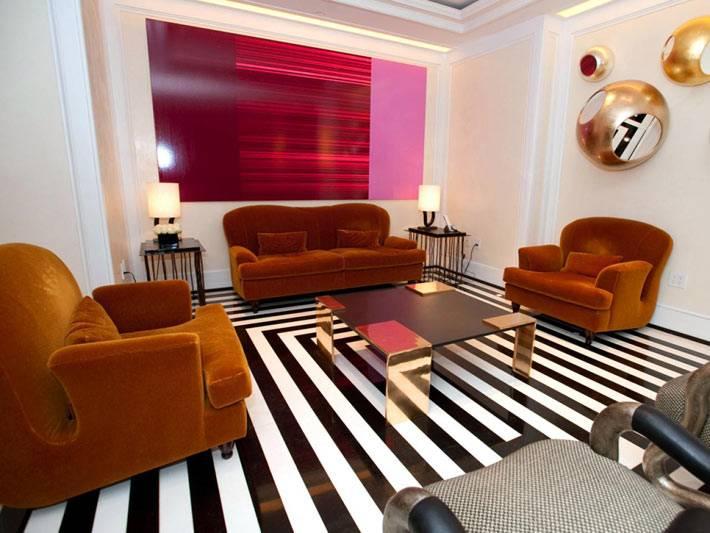 Футуристический дизайн комнаты с полосками на полу фото