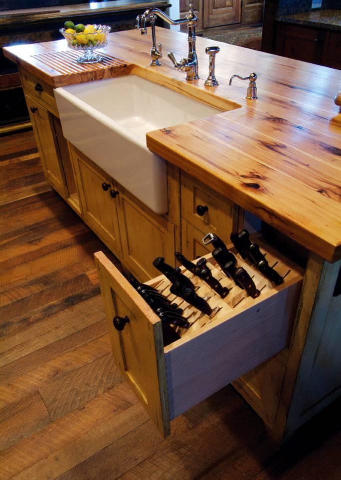 деревянный ящик с прорезями для хранения ножей