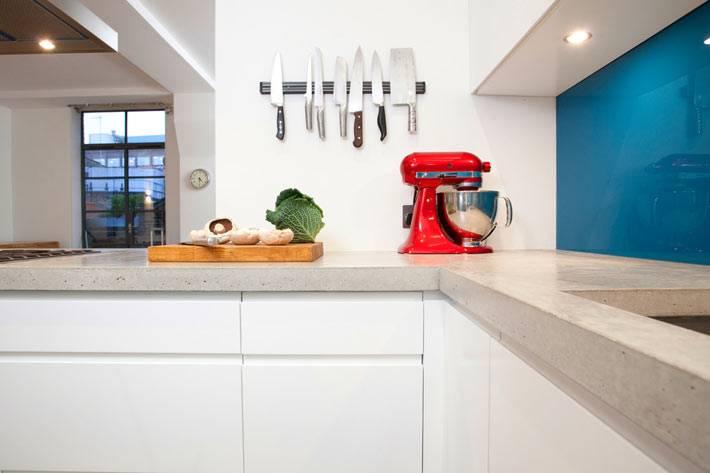 вертикальное настенное хранение ножей на кухне фото