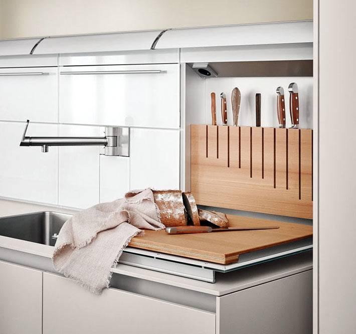 отдельный блок с вертикальным хранением ножей на кухне